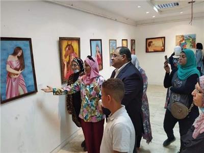 افتتاح معرض «همسات وألوان» بقصر ثقافة الغردقة