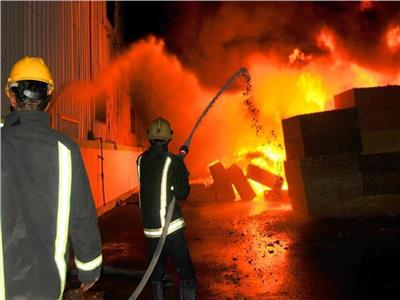 النيابة تعاين حريق محل قطع غيار سيارات بعين شمس