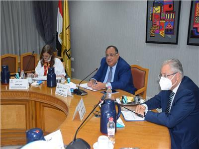 جامعة حلوان تناقش تحقيق التميز الأكاديمي والإداري بالتحول الرقمي