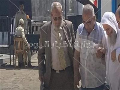 الشيخ محمد حسان يصل إلى المحكمة للإدلاء بشهادته في «داعش إمبابة»  صور