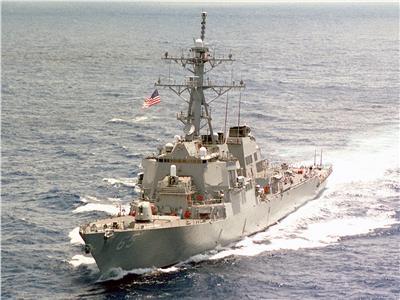 الصين تعلن «اختراق» سفينة حربية أمريكية مياهها الإقليمية