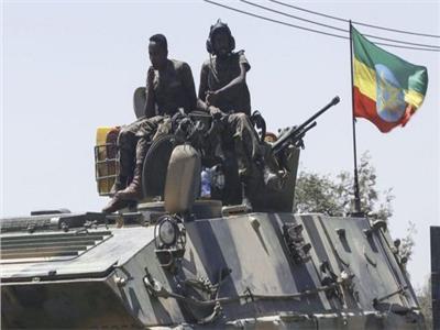 بالفيديو | قوات جبهة تحرير تيجراي تحاصر دبابة تابعة للجيش الإثيوبي