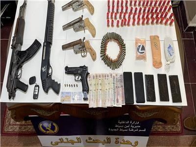 ضبط شخص بحوزته مخدرات وأسلحة نارية بدمياط