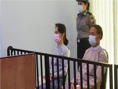 إحالة زعيمة بورما السابقة سو تشي للمحاكمة بتهم الفساد
