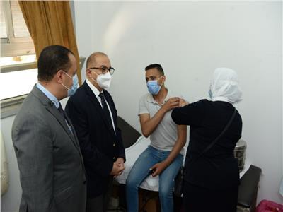 انطلاق حملة تطعيم الطلاب الجدد بـ«لقاح كورونا» بجامعة أسيوط