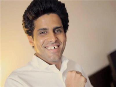 حمدي الميرغني يطلب العمل كطبال في فرقة محمد هنيدي