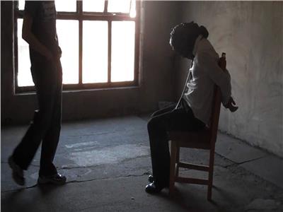 لخلافات مع نجله على تجارة المخدرات.. حبس عاطلين بالاشتراك مع آخر في اختطاف مُسن