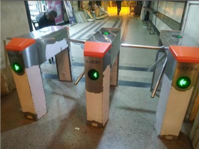 لمنع «التزويغ».. السكة الحديد تبدأ تركيب بوابات تذاكر متطورة بالمحطات  خاص