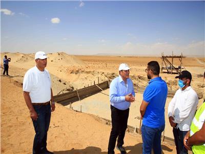 بدء تركيب أول برج إتصالات داخل أراضي مشروع الـ١.٥ مليون فدان بمنطقة المغرة