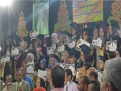 تكريم الطالبات المتفوقات في المرحلة الإعدادية بنجع حمادي