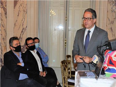 «العناني» يدعو السائحين الفرنسيين لزيارة مصر والاستمتاع بمقوماتها الأثرية المتنوعة