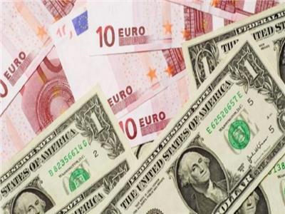 استقرار أسعار الدولار واليورو في ختام تعاملات اليوم الجمعة