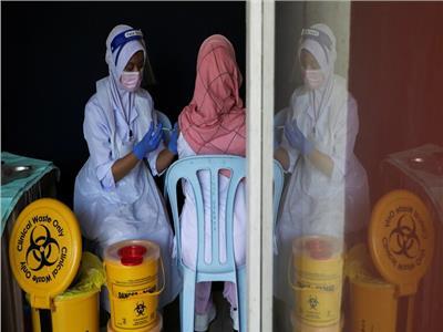 ماليزيا تنوي منع السكان غير الملقحين ضد كورونا من الامتيازات