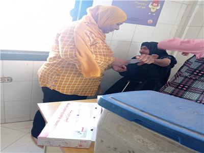 تطعيم معمرة ١١٥ عاما بقرية الخنانسةبسوهاج