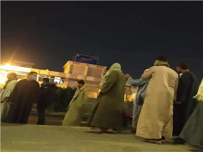 أهالي ضحايا حادث ميكروباص الأوسطي يتسلمون جثامين ذويهم  صور