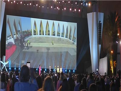«الجونة السينمائي» يبدأ حفل الختام بتكريم العمال ورجال الإطفاء