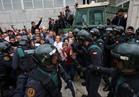 قوات مكافحة الشغب بكتالونيا تستخدم الطلقات المطاطية لتفريق الناخبين