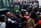 """اشتباكات عنيفة أمام مراكز الاقتراع في إقليم """"كتالونيا"""""""