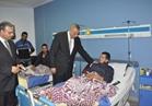محافظ الجيزة يزور المصابين من قوات الشرطة في حادث طريق الواحات