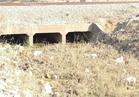 فيديو  قبل الشتاء.. الحشائش والصرف الصناعي تسد مخرات السيول بالسويس
