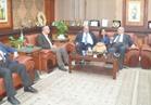 محافظ المنيا يعرض فرص الاستثمار على عدد من رواد الأعمال والمستثمرين