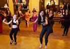 فيديو  دينا تعلم طفلة الرقص فى »مينا هاوس«