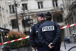 فرنسا تحشد نحو 100 ألف شرطي لتأمين احتفالات عيد الميلاد