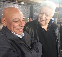 صور..   مرتضى منصور يصافح عبد الله جورج رغم الأزمات