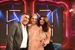 غادة عادل تحتفل بالعام الجديد مع شيرين رضا وتامر حبيب في «تعشب شاي»