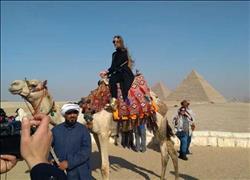 رئيس هيئة تنشيط السياحة يدعو ملكة جمال اليونان لتكون سفيرة مصر ببلادها