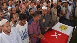 تشييع جثمان شهيد الواجب بشمال سيناء في جنازة عسكرية بمسقط رأسه في أسوان