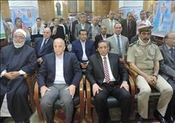 محافظ القليوبية ومدير الأمن يقدمان العزاء لأسرة شهيد القناطر في حادث كنيسة حلوان