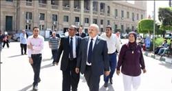 رئيس جامعة القاهرة يتفقد سير امتحانات الفصل الدراسي الأول