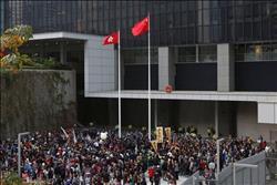 الآلاف يتظاهرون في شوارع هونج كونج للمطالبة بالديمقراطية