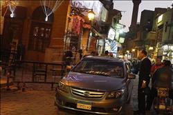 صور| بـ«حماية ميري».. السيارات في شارع المعز تهدد 33 أثراً