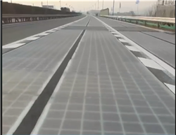 «فيديو»| تشغيل أول طريق سريع لتوليد الكهرباء في العالم