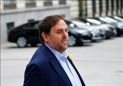 إسبانيا ترفض السماح لنائب رئيس كتالونيا السابق بالبقاء خارج السجن