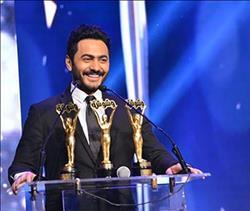 """صور.. تامر حسني يحصد 3 جوائز في حفل """"وشوشة"""""""