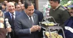 «كعك وبيتي فور» هدية «الشرطة» لأقباط كنيسة العذراء بالمحلة