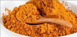«ماسك الكركم» حل سحري لإخفاء أثار الحبوب