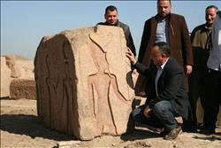 العثور على لوحة أثرية في منطقة صان الحجر بالشرقية