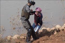 الاحتلال الإسرائيلي يحتجز فتاة قرب الحرم الإبراهيمي بالخليل