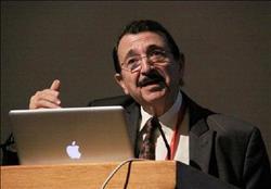 عالم مصري: علاج مرض السرطان سيكون بإذن الله من مصر