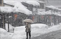 بالصور طوكيو تستعد لتساقط نادر للثلوج وتعطل حركة القطارات