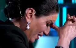 شاهد.. وفاء عامر تبكي على الهواء