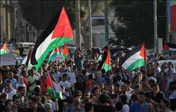 فلسطينيون يرشقون وفداً أمريكيًا بـ«البيض والأحذية» ببيت لحم