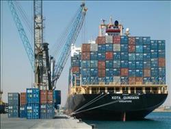 تداول 27 سفينة عملاقة بميناءي شرق وغرب بورسعيد