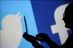"""ديمقراطيان يطالبان """"فيسبوك وتويتر"""" بالتحقيق في صلات روسية بحملات موجهة لجمهوريين"""