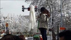 «حملة خلع الحجاب بإيران»..تمرد نسوي أم مؤامرة خارجية؟|صور وفيديو