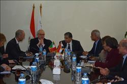 فهمي يلتقي السفير الإيطالي لبحث التعاون في مجالات المخلفات والطاقة